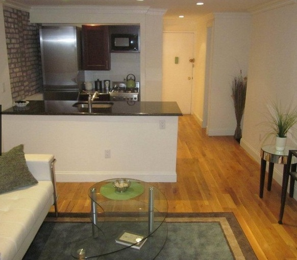 Upper East Side One Bedroom with Washer and Dryer.