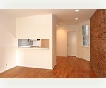 Upper East Side 1 bed/1bath with Exposed brick and lots of light.