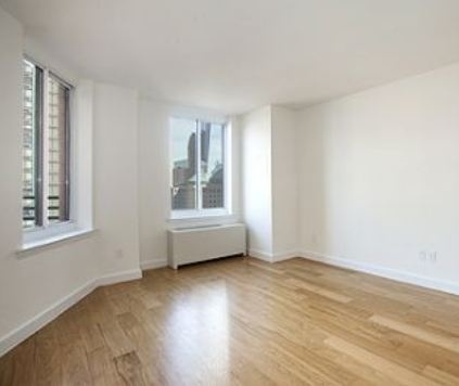 Battery Park City, 3 Bedroom Home in Full-Service Building and a Unique Waterside Location 